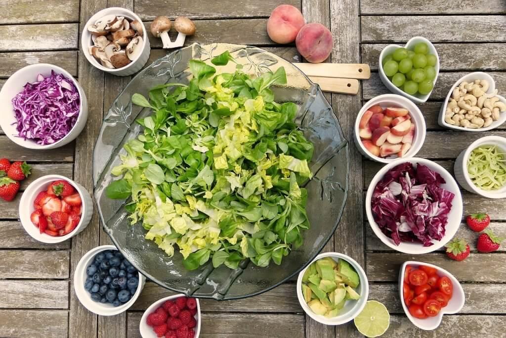 eat natural food at a retreat